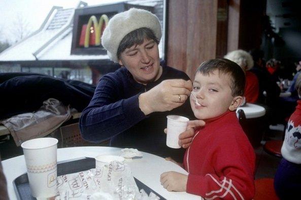 Inauguração de McDonald's na Rússia em 1990 foi quase um marco histórico