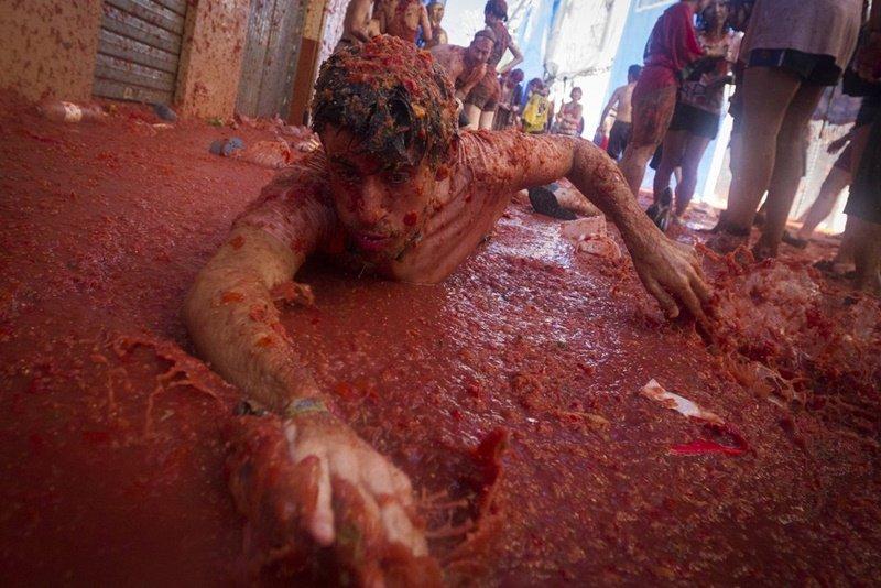 Confira as fotos bizarras da maior batalha de comida do mundo