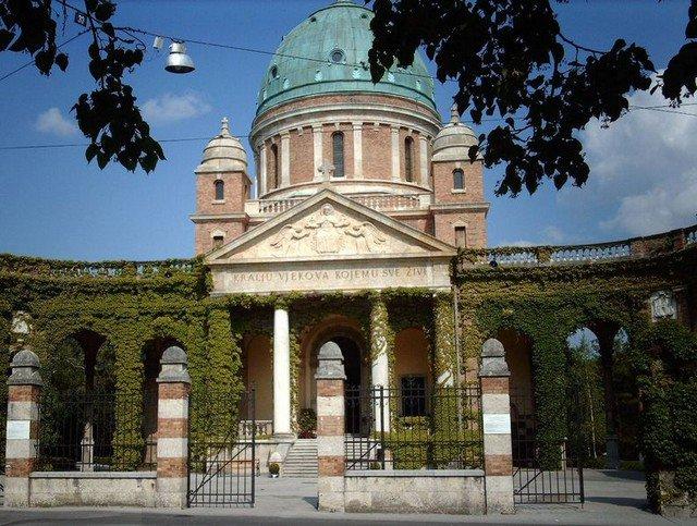 Cemitério local