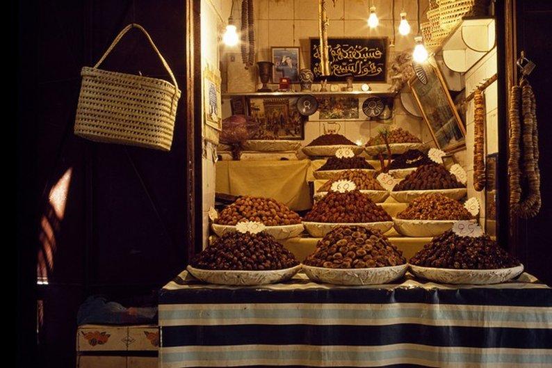 Uma das centenas de lojinhas de um souk de Fez