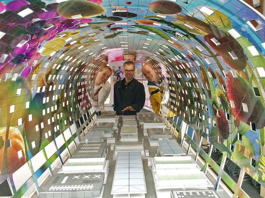 Mural gigantesco transforma mercado municipal de Roterdã em obra de arte