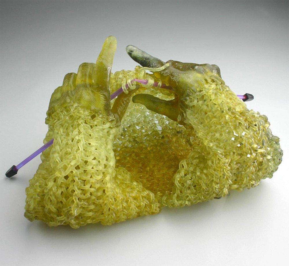 Fantástico! Artista cria peças de tricô usando vidro
