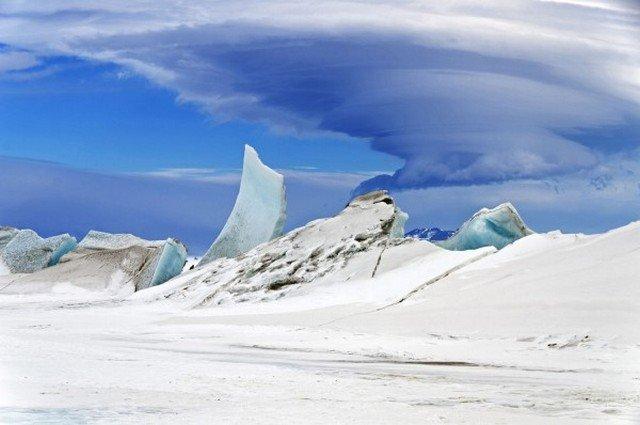 Nuvem lenticular sobre a Antártida, feita por Michel Studinger em 2013.