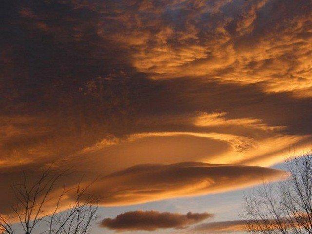 Nuvem lenticular durante o pôr do Sol em Nevada. Registro feito por Chris Walker em 2008.