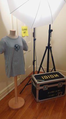 """A produção andava com camisetas do filme """"Idiom"""", numa tentativa de distrair os curiosos que visitavam o centro histórico durante as filmagens. Assim, ninguém ia querer acompanhar as gravações de um filme supostamente desconhecido."""