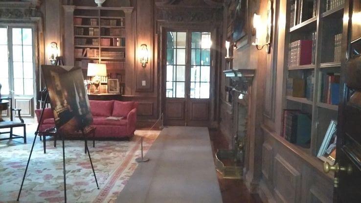 Corredor da biblioteca, cenário que aparece em Jogos Vorazes: Em Chamas.