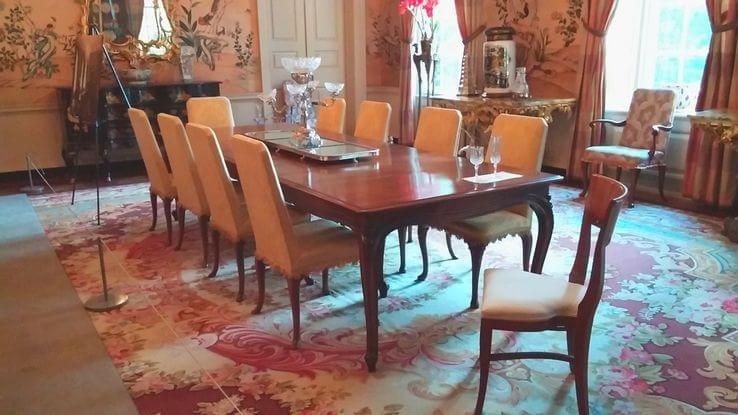Sala de jantar, onde o presidente Snow assiste a mais uma rebelião de Katniss.