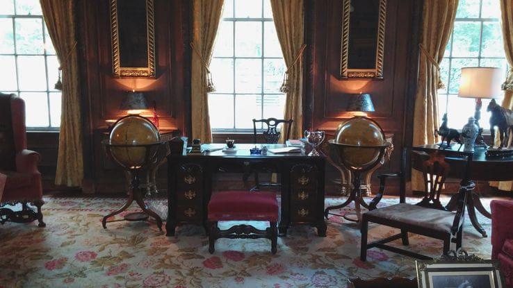 Sala da biblioteca, onde foi filmada a primeira cena que aparece no filme dentro da casa histórica.