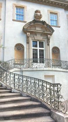 Detalhe da fachada da casa do presidente Snow.