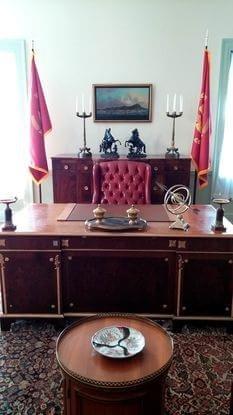 Escritório do presidente Snow, um dos cenários mais reconhecíveis dentro da Swan House. Os visitantes podem sentar-se na cadeira e sentir-se os todos poderosos de Panem.