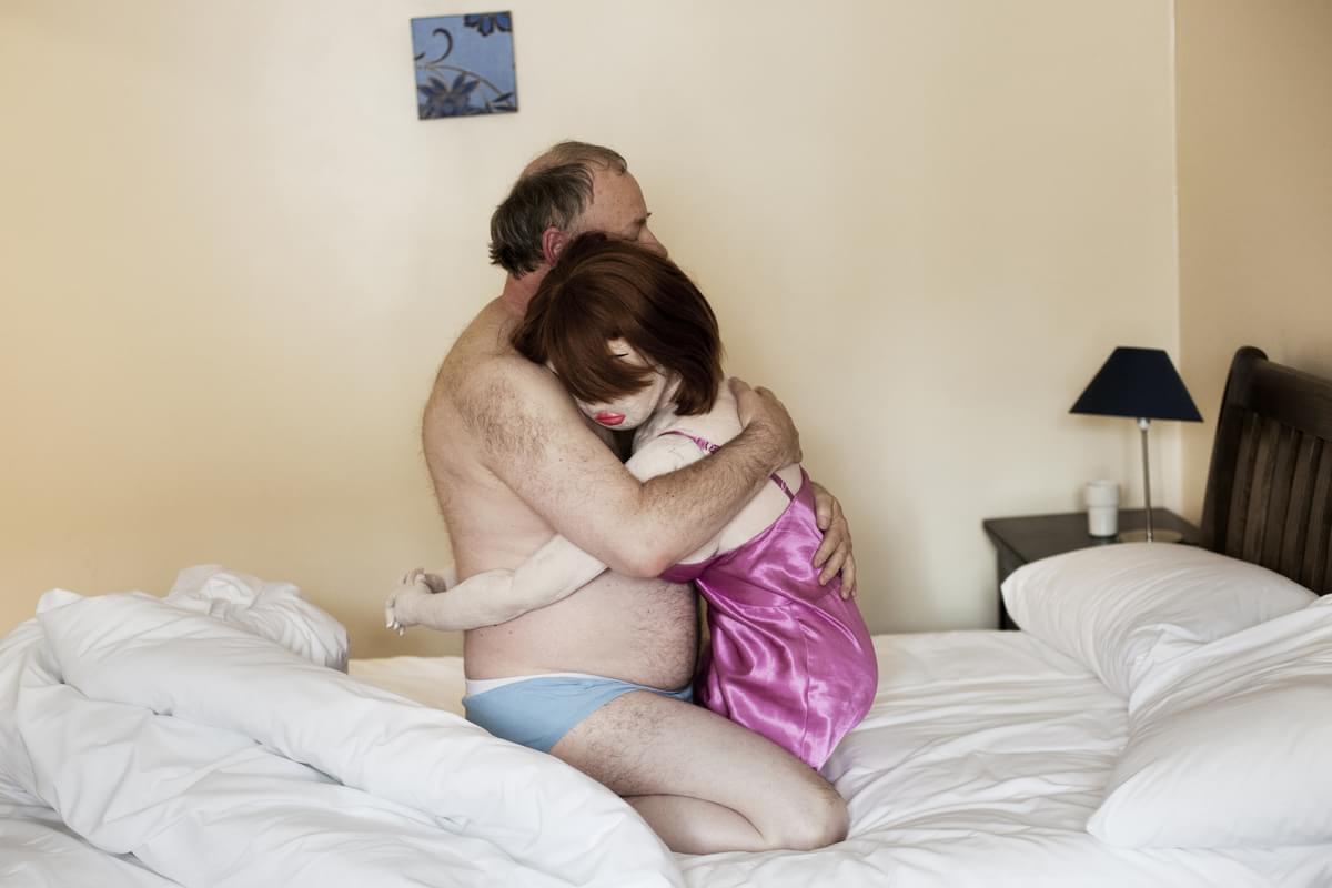 Série de fotos expõe a relação de alguns homens com suas 'bonecas sexuais'