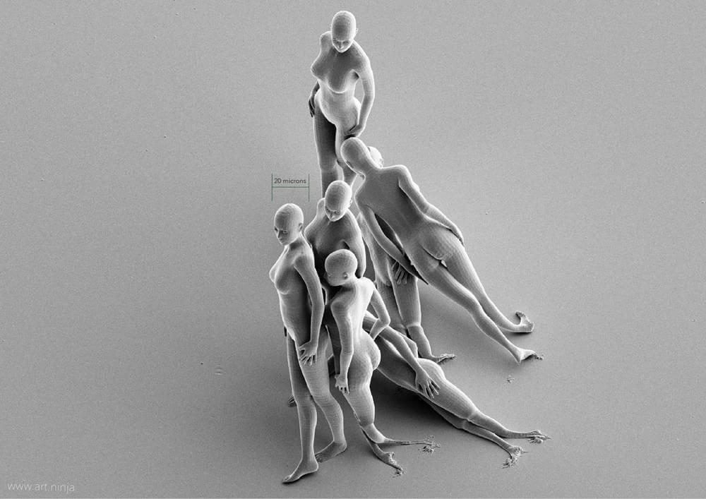Querida, encolhi a arte: britânico faz escultura menor que um fio de cabelo