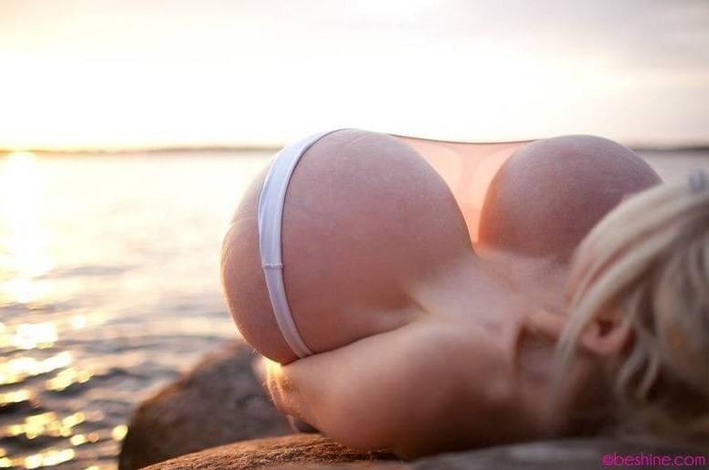 Após colocar 20 litros de silicone, alemã diz ter 'maiores peitos do mundo'