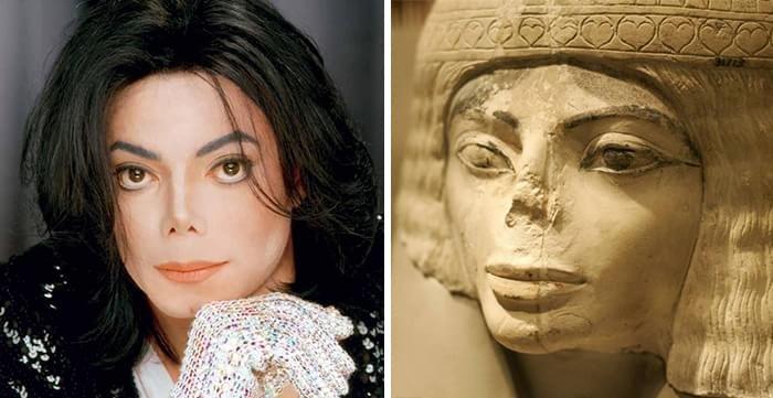 Michael Jackson e estátua egípcia