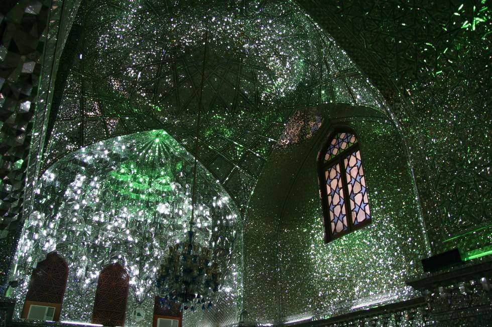 Conheça a mesquita de Shah Cheragh, uma das mais belas do mundo