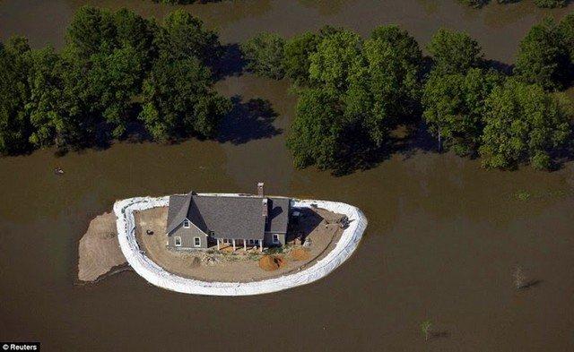 Veja como as pessoas protegeram suas casas durante uma cheia do Mississippi