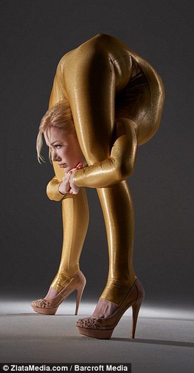 Contorcionista russa é capaz de fazer coisas impossíveis com o corpo