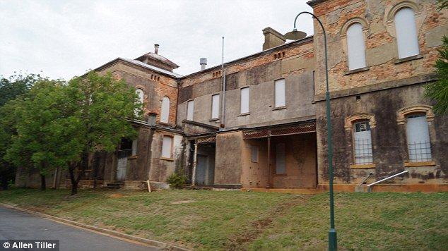 Assustador: imagem de fantasma ajoelhado é capturada na Austrália