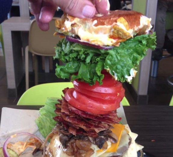 O maior hambúrguer já feito pelo McDonald's!