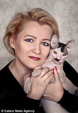 Gato tem aparência e personalidade que lembram Adolf Hitler