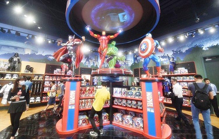 Fila de 1,6 km faz maior Disney Store do mundo fechar 1 hora após abertura