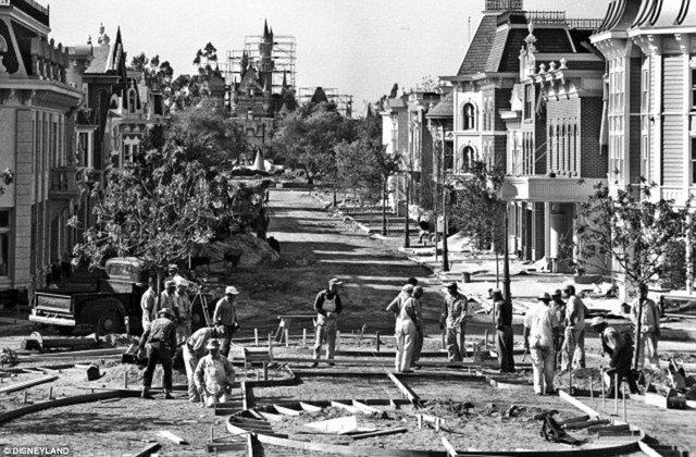 Você sabia que a Disneylândia vai completar 60 anos de existência?