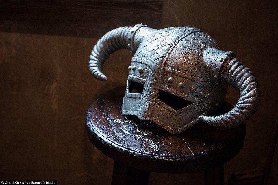 Homem gasta R$ 155 mil em porão inspirado na série The Elder Scrolls