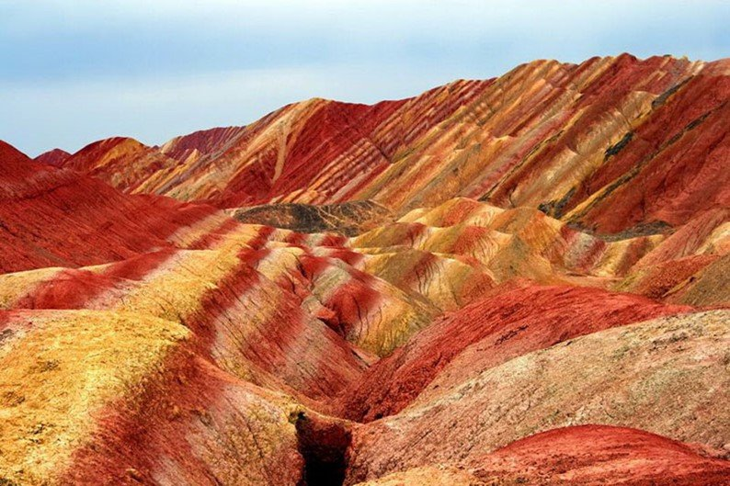 Surpreendente: veja as paisagens das belas montanhas coloridas da China