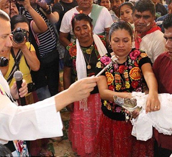 Prefeito mexicano casa com jacaré em frente a centenas de pessoas [vídeo]
