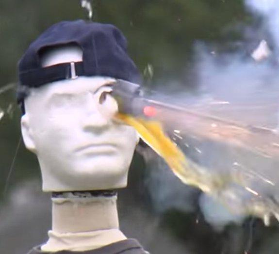 Veja uma estranha demonstração de segurança com fogos de artifício [vídeo]
