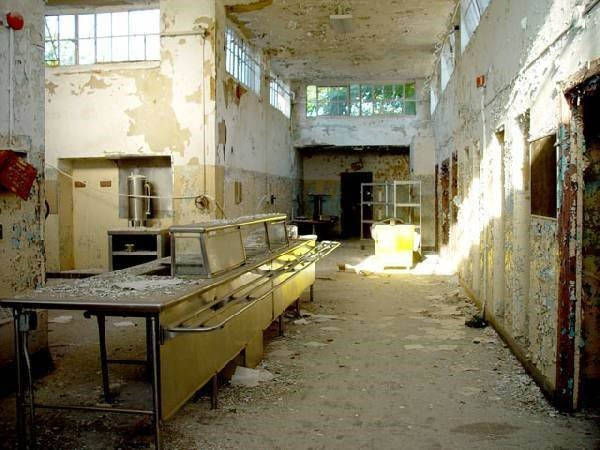 Fotos guardam memórias aterrorizadoras de sanatórios abandonados