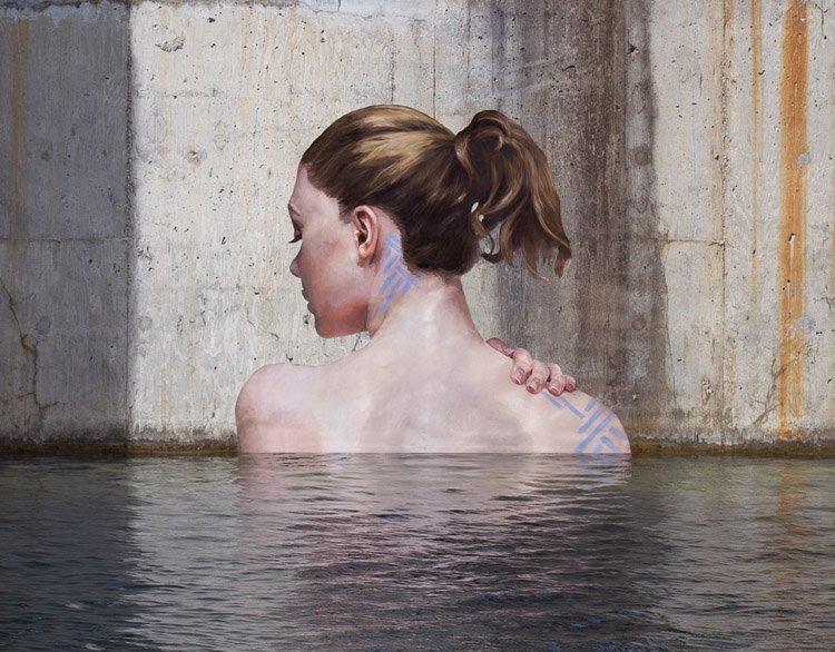 Artista dá vida a locais abandonados com belíssimas pinturas de mulheres