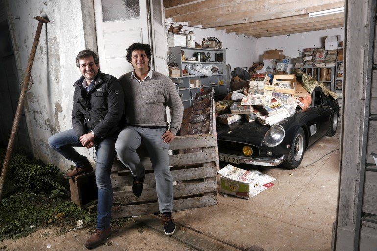 Matthieu Lamoure e Pierre Novikoff, os descobridores ao lado da raríssima Ferrari