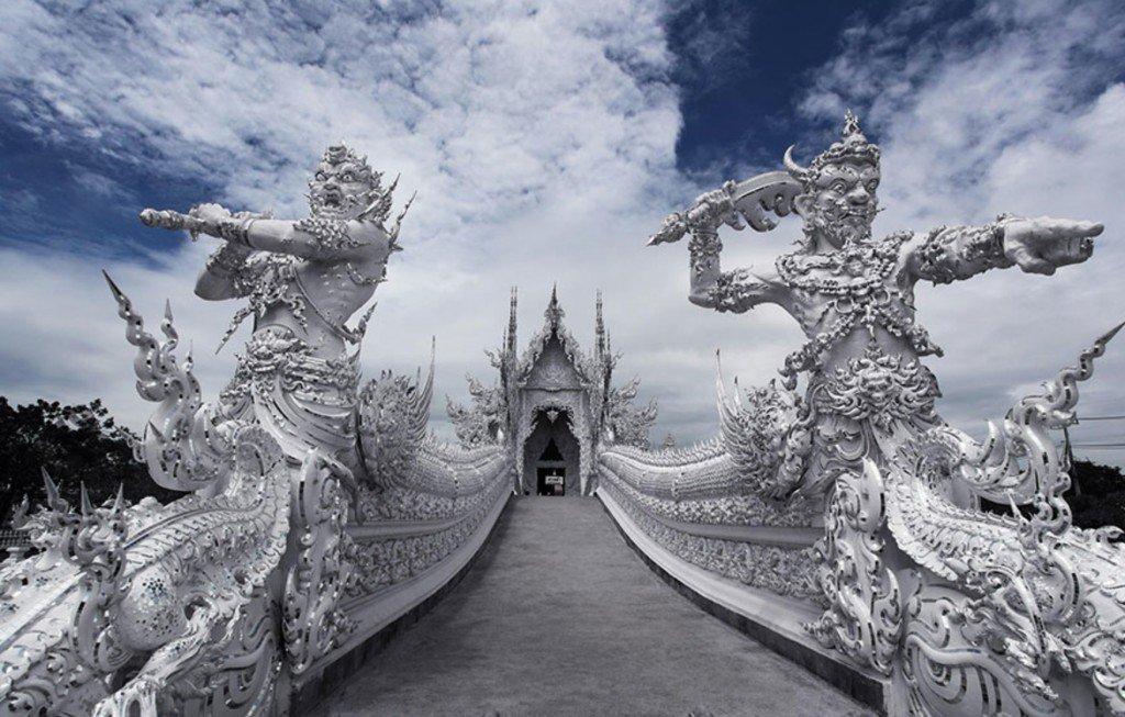 Entrada do Wat Rong Khun