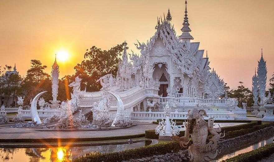 O templo fica ainda mais bonito ao amanhecer ou durante o pôr do Sol