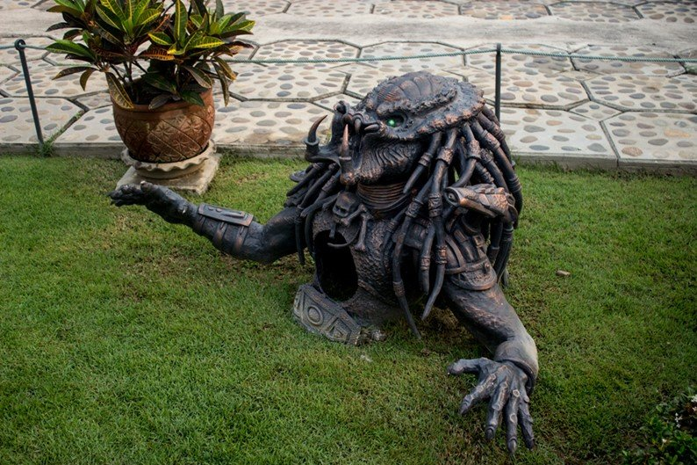 A estátua do Predador também é uma referência pop do local