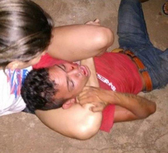 Deu ruim: bandido tenta assaltar lutadora de MMA e é imobilizado [vídeo]