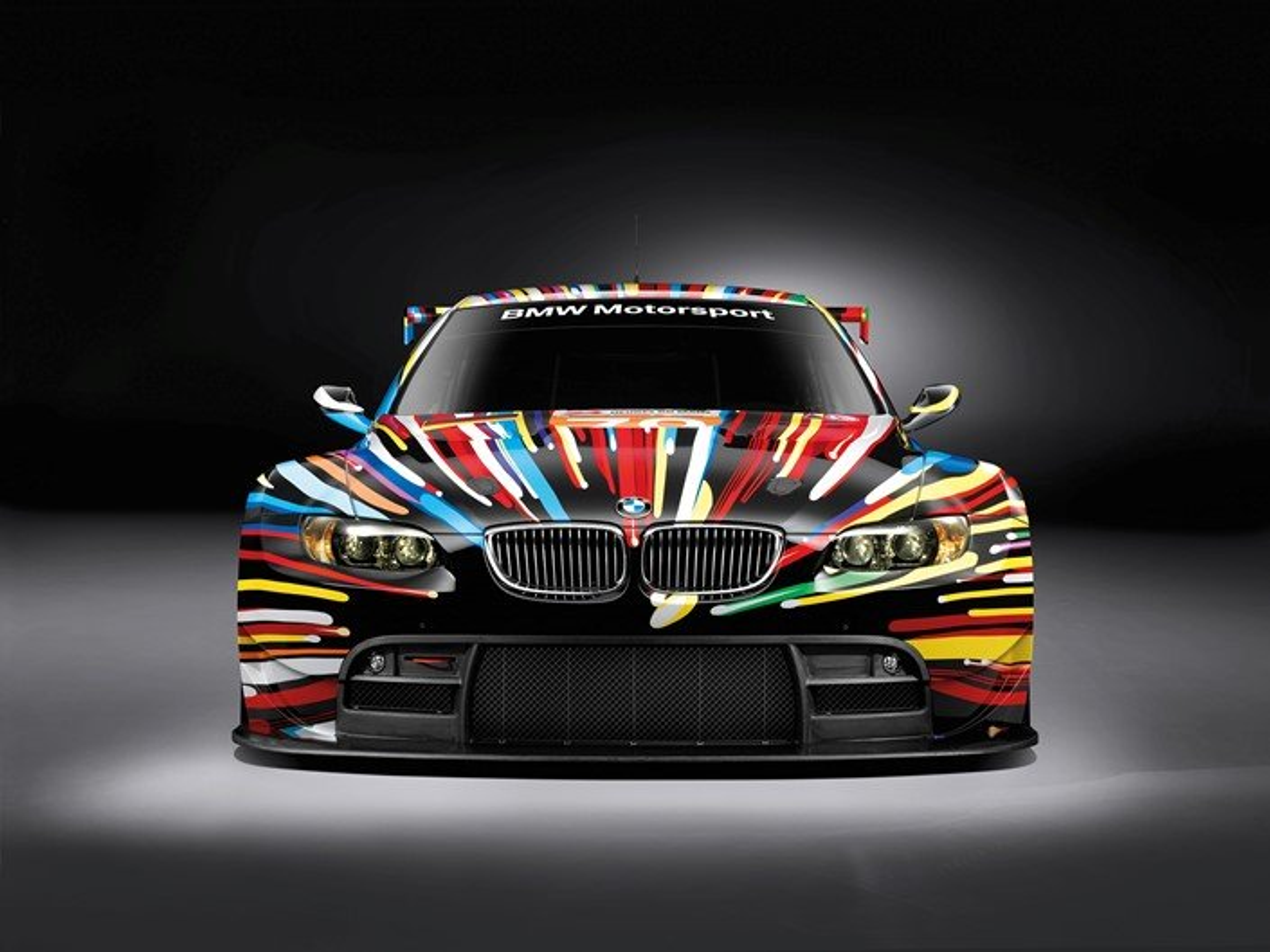 A BMW M3 que participou das 24 Horas de Le Mans na categoria GT2, pintada por Jeff Koons