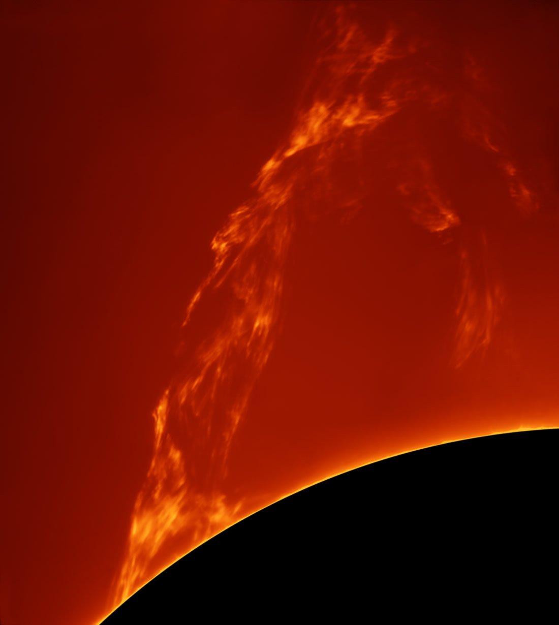 Vencedor na categoria Our Sun - Huge Prominence Lift-off por Paolo Porcellana (Itália)