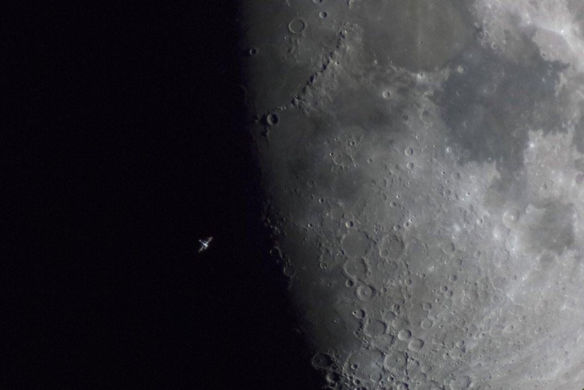 Finalista na categoria Our Moon - ISS Terminator Moon por Daniel Fernández Caxete (Espanha)