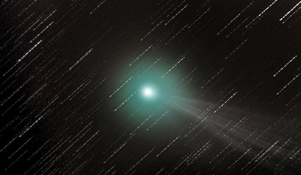 Vencedor na categoriaYoung Astronomy Photographer of the Year - A Celestial Visitor por George Martin (Reino Unido, 15 anos)
