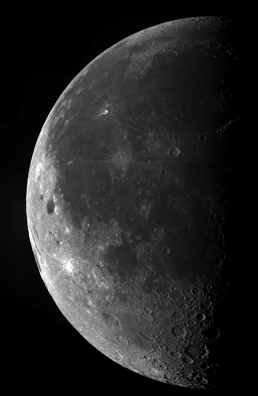 Finalista na categoria Young Astronomy Photographer of the Year - Mega Moon por Ethan Chappel (EUA, 15 anos)
