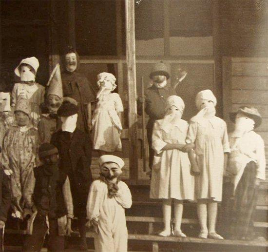 44 fotos bizarras que provam que o Halloween já foi muito assustador