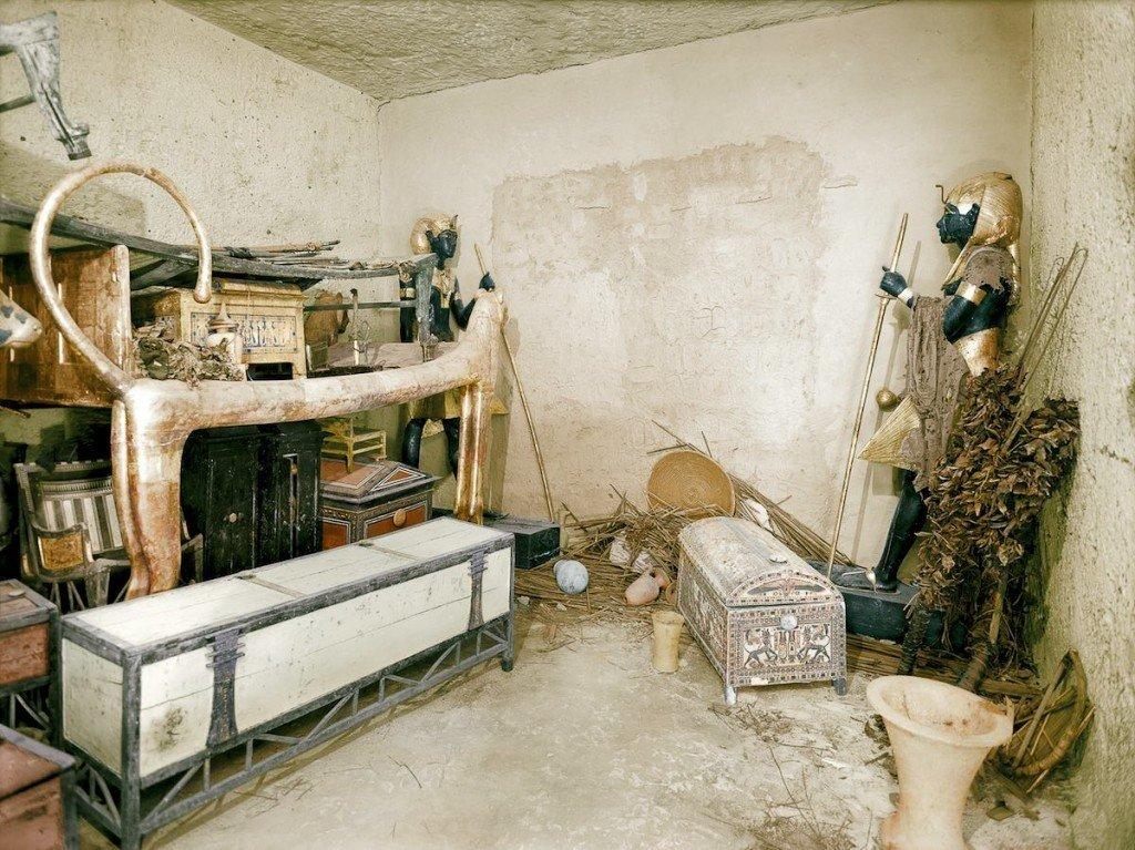 A antecâmara da tumba, onde foram depositadas várias das riquezas destinadas ao conforto do faraó na outra vida