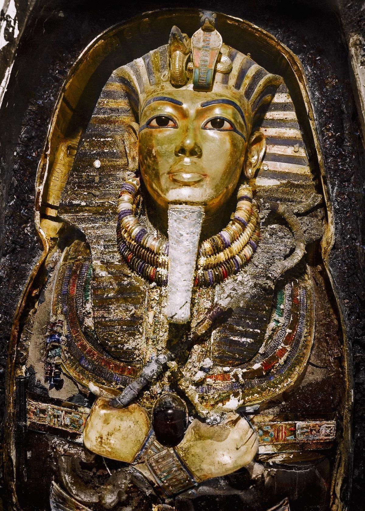A máscara mortuária do faraó Tutankhamon