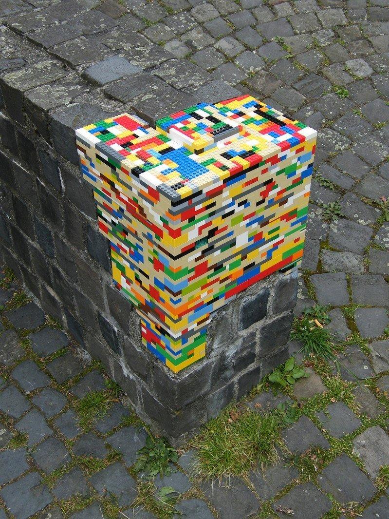 Conheça trabalho com LEGO que repara danos em construções ao redor do mundo