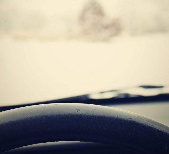 Aprenda a desembaçar mais rápido os vidros do seu carro em 4 passos