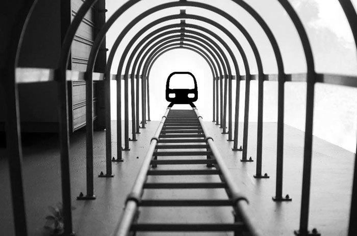 Yu Wei tirou a foto das escadas e não esperava registrar um trem (?)