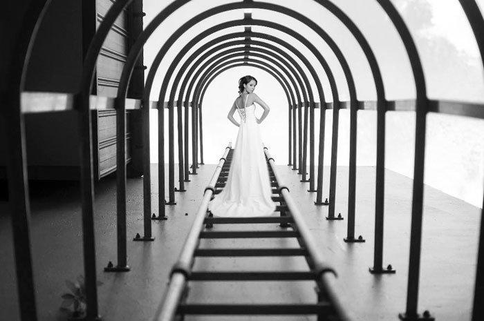 Yu Wei tirou a foto das escadas e não esperava registrar uma noiva