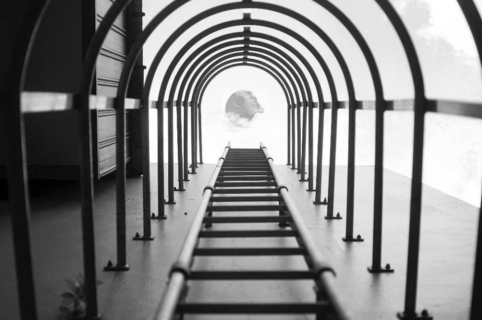 Yu Wei tirou a foto das escadas e não esperava registrar a Estrela da Morte